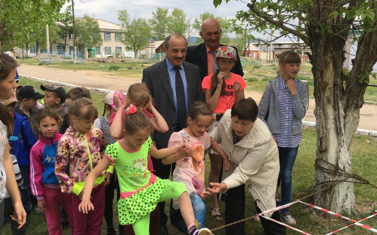 Забайкальские активисты ОНФ в День защиты детей провели для школьников мини-состязания по командному «выживанию»