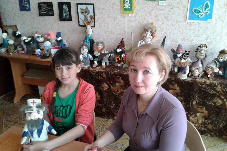 Ирина Валентиновна с воспитанницей Лерой Яковлевой в мастерской