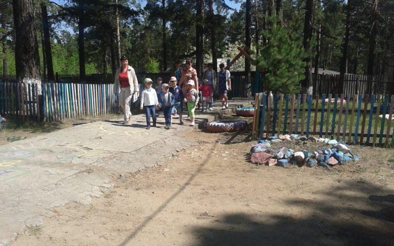 В июне в Лесном городке работал мобильный библиотечный комплекс (библиомобиль).