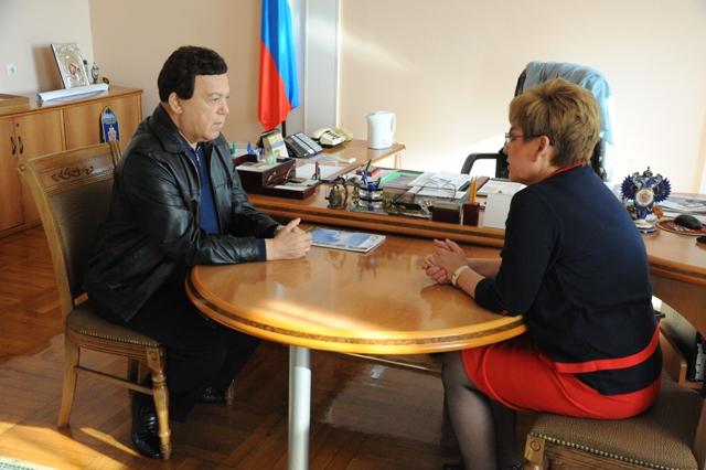 26 сентября избранный губернатор Забайкальского края Наталья Жданова встретилась с депутатом Государственной Думы, народным артистом СССР Иосифом Кобзоном.