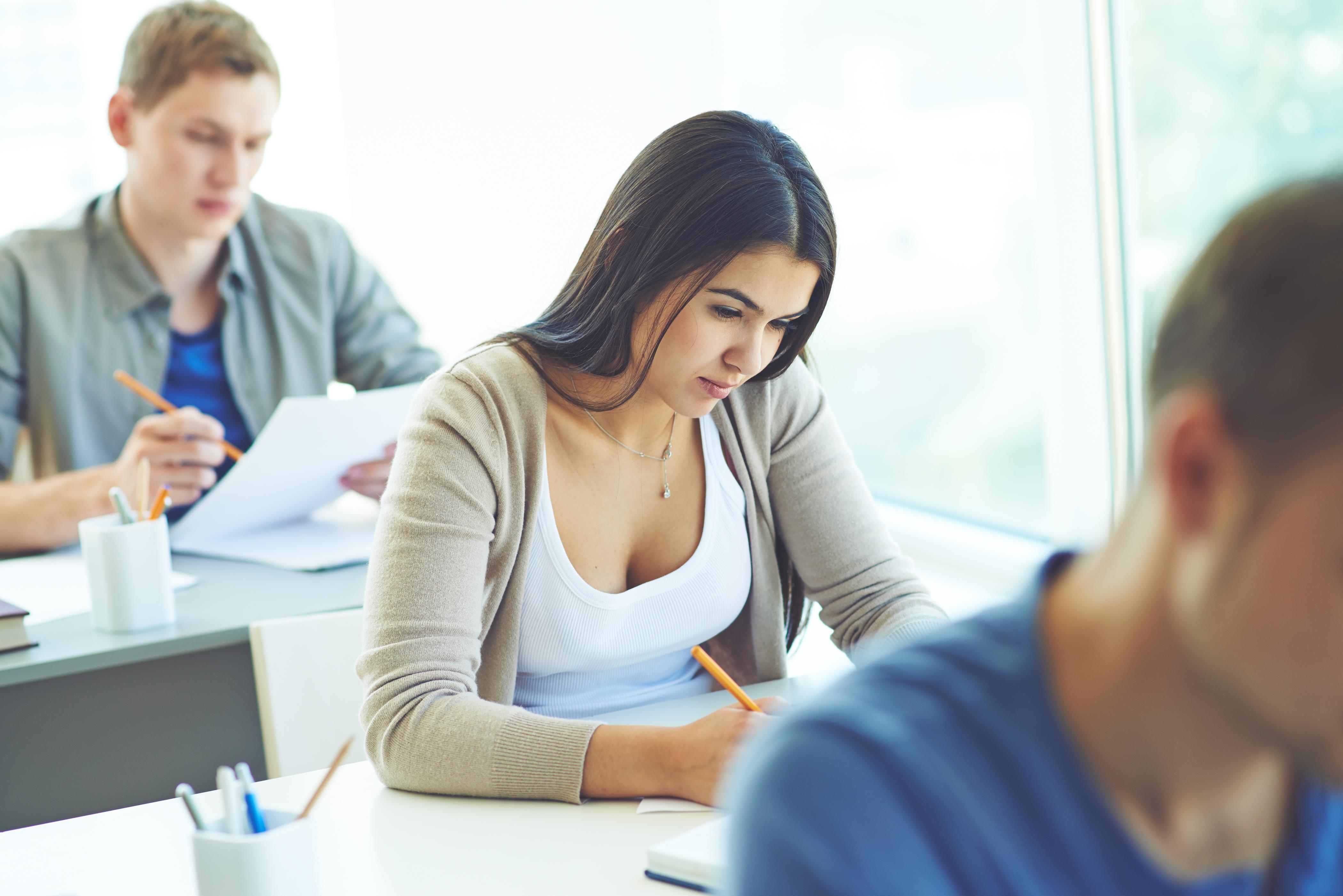 Студентки веселятся после экзамена, Студентки после экзамена » Порно видео онлайн 17 фотография