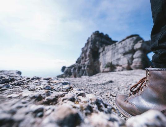 Обрезка ноги на скале